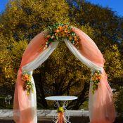 Свадебные арки из ткани и живых цветов