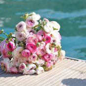 букет невесты из маленьких пионов