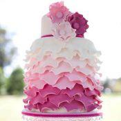 свадебный торт малиновый
