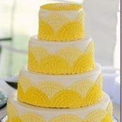 торт на свадьбу желтый