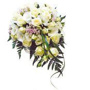 свадебный букет каскадный с чайными розами